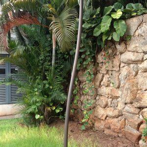 PO2 – Poste ornamental com curvatura na estrutura